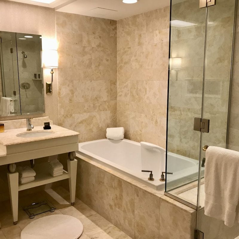 wynn las vegas king room bathroom