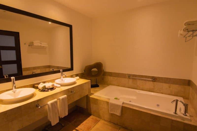 Hyatt Ziva Cabo bathroom