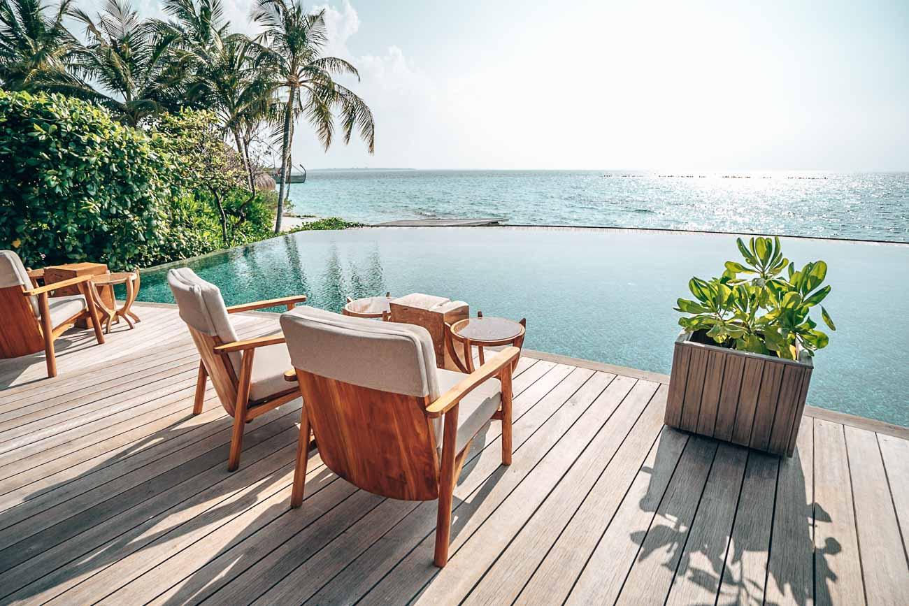 pool milaidhoo maldives