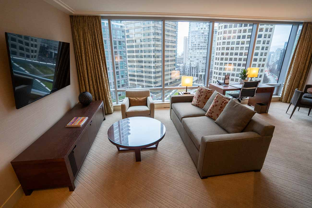 deluxe one bedroom suite shangri-la vancouver