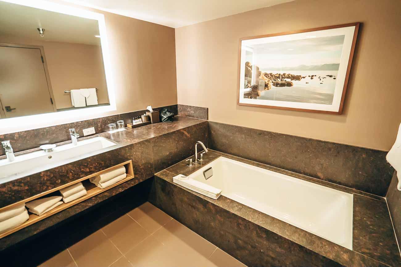 Hyatt Regency Lake Tahoe junior suite bathroom