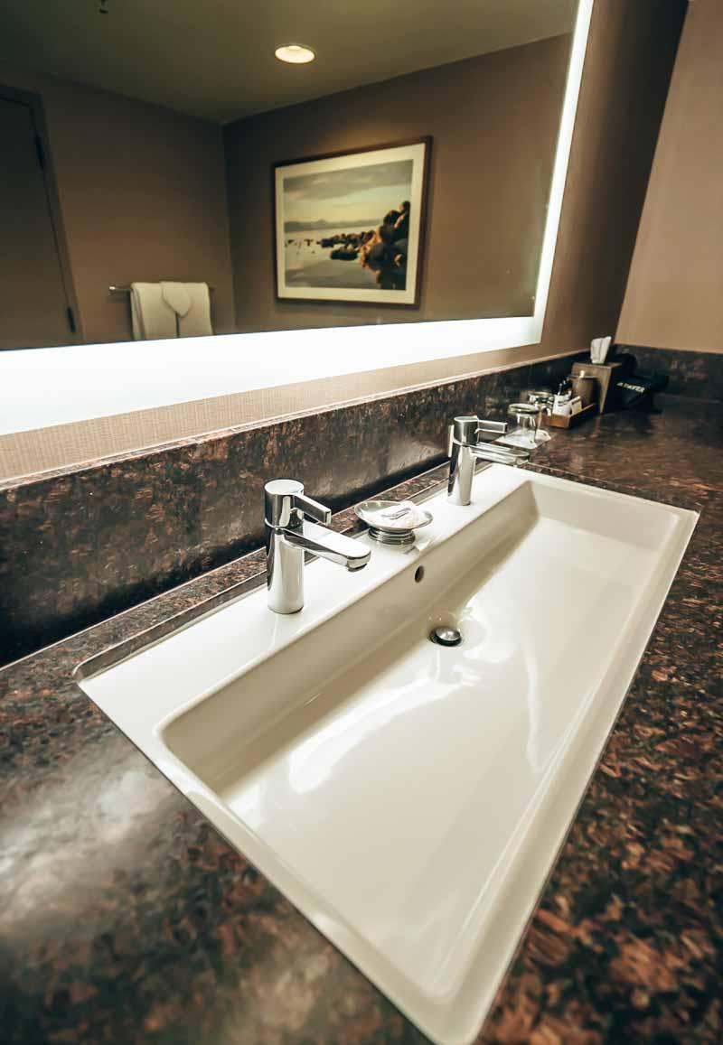 Hyatt Regency Lake Tahoe bathroom