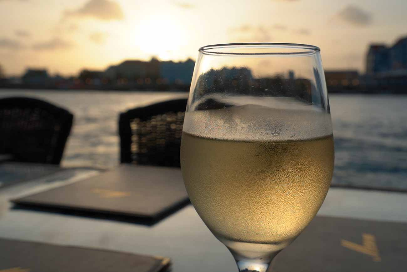 wine in willemsted curacao