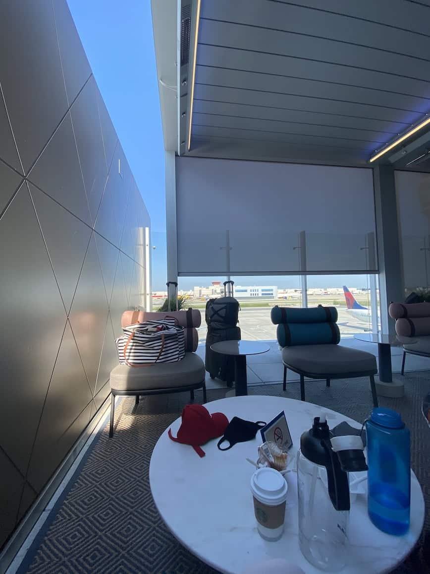 delta lounge outdoor seating atlanta