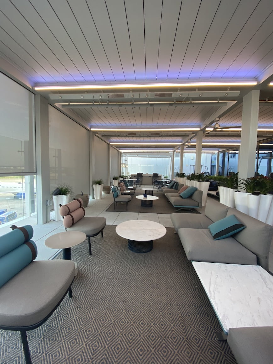 delta lounge concourse f empty outdoor seating