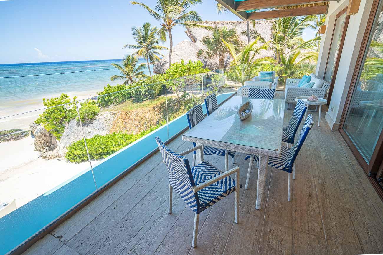 beachfront hotel suite