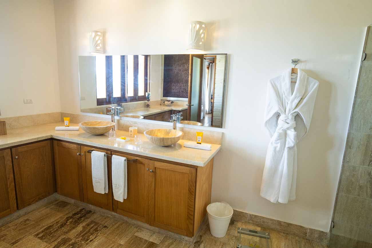 luxury bathroom in bungalow