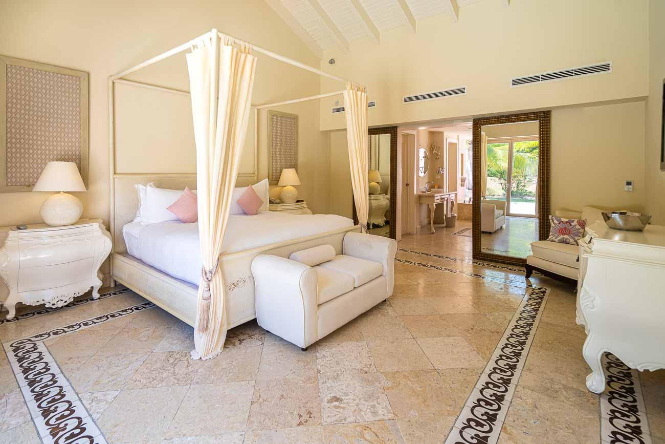 king bedroom villa