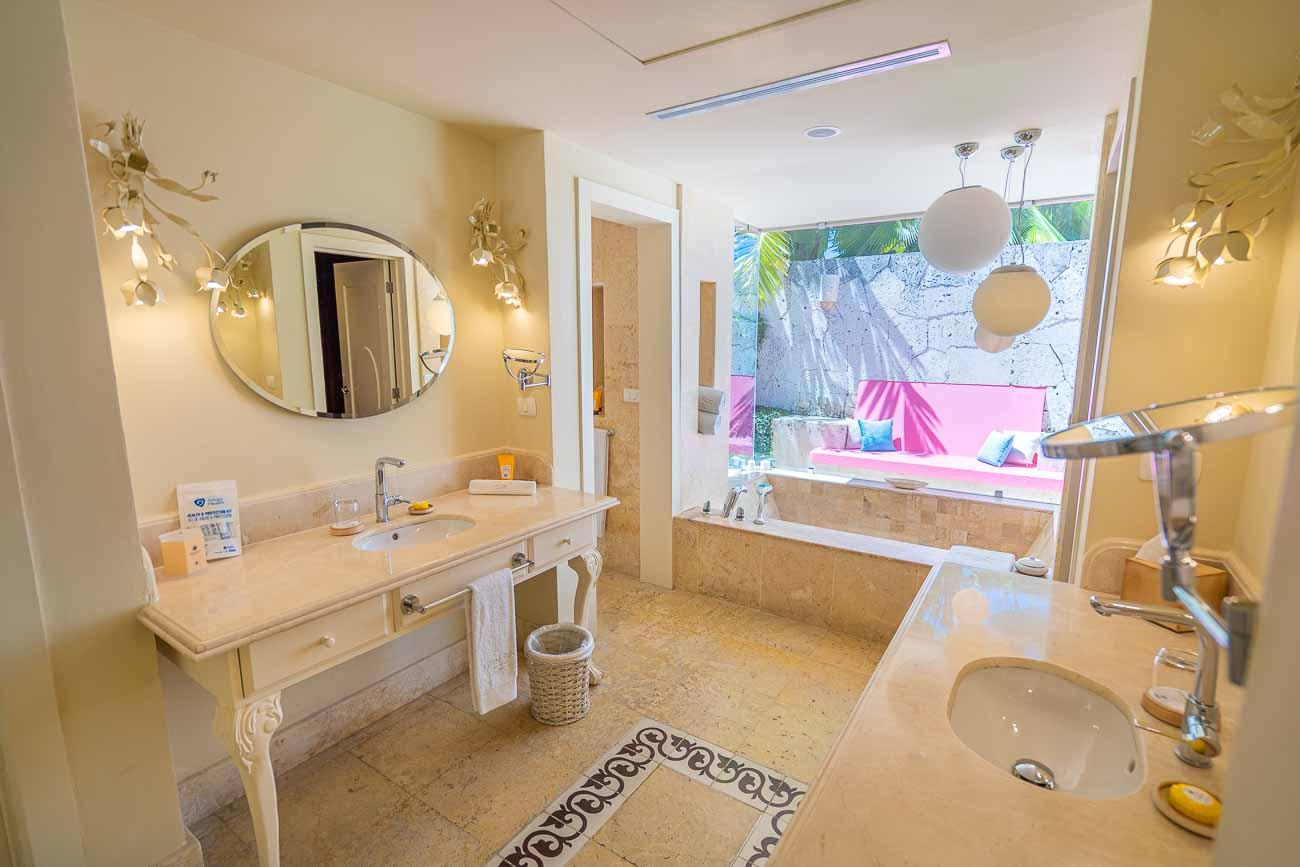 beautiful bathroom in eden roc cap cana