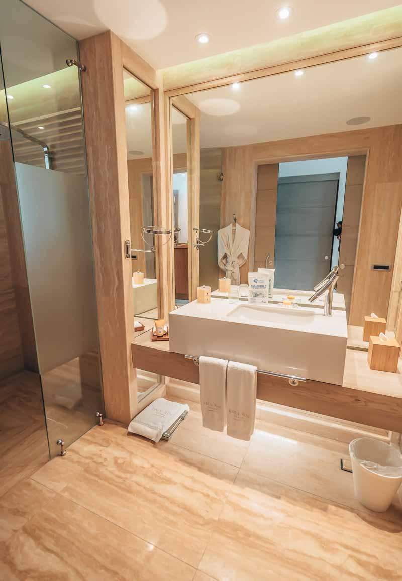 modern bathroom tiled floor