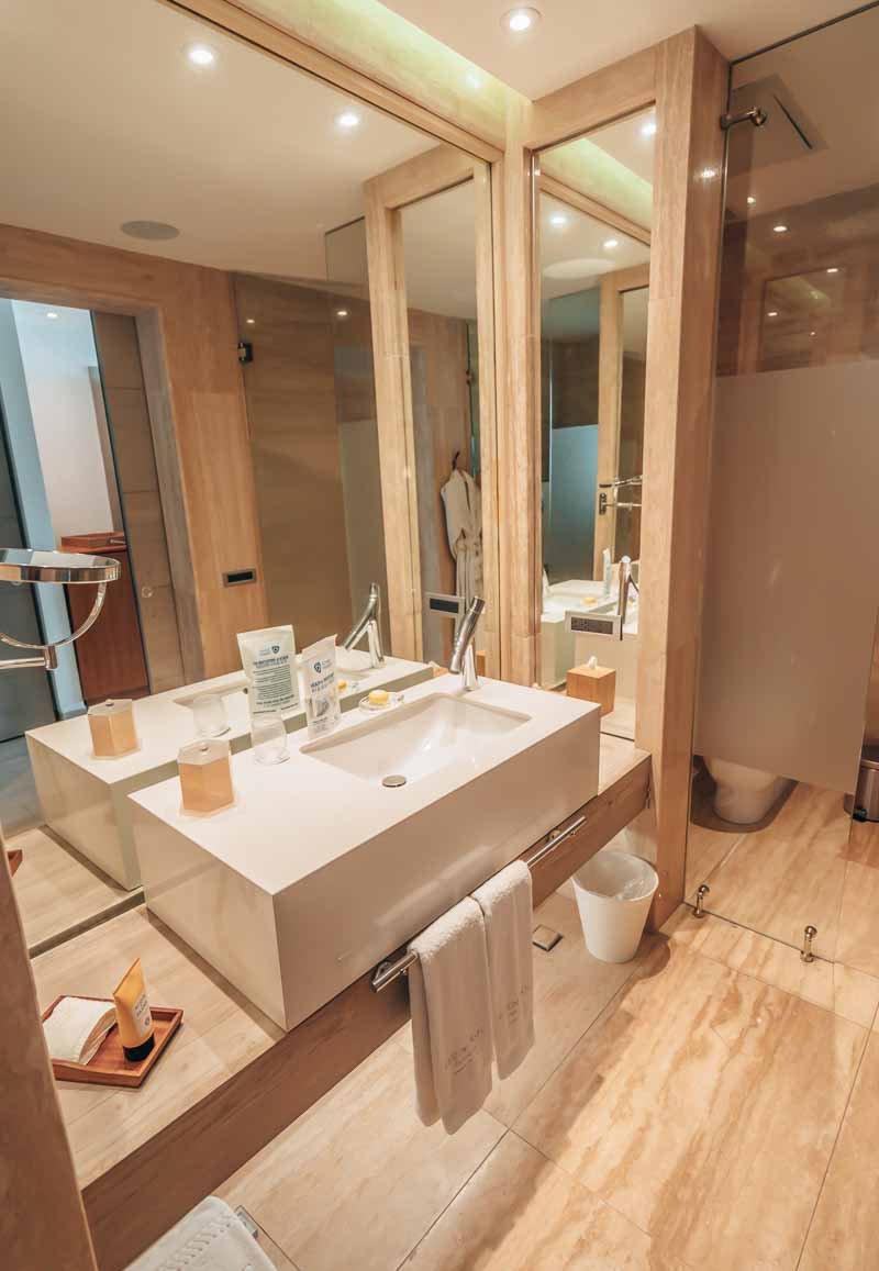 bathroom eden roc cap cana