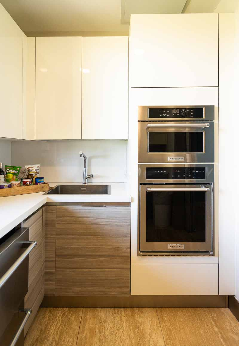 beachfront kitchen modern