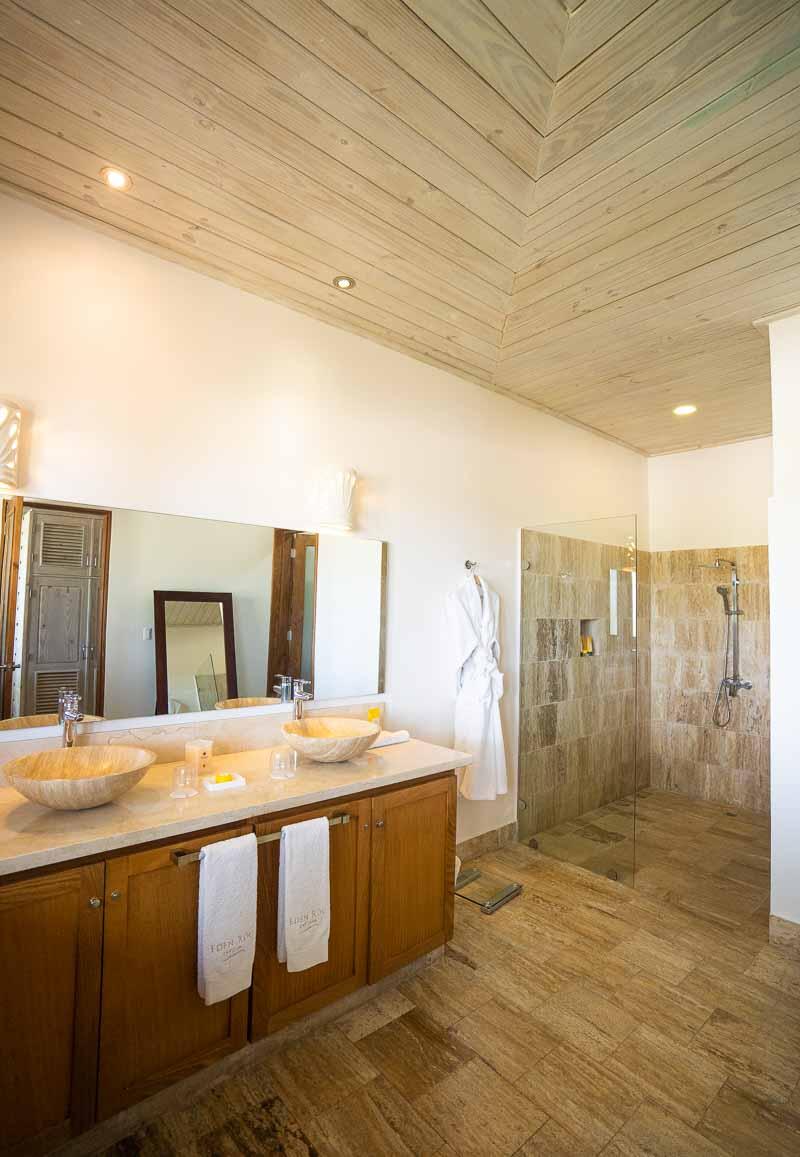 bathroom in bungalow
