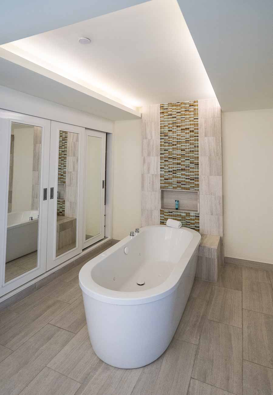 free-standing tub in modern hotel