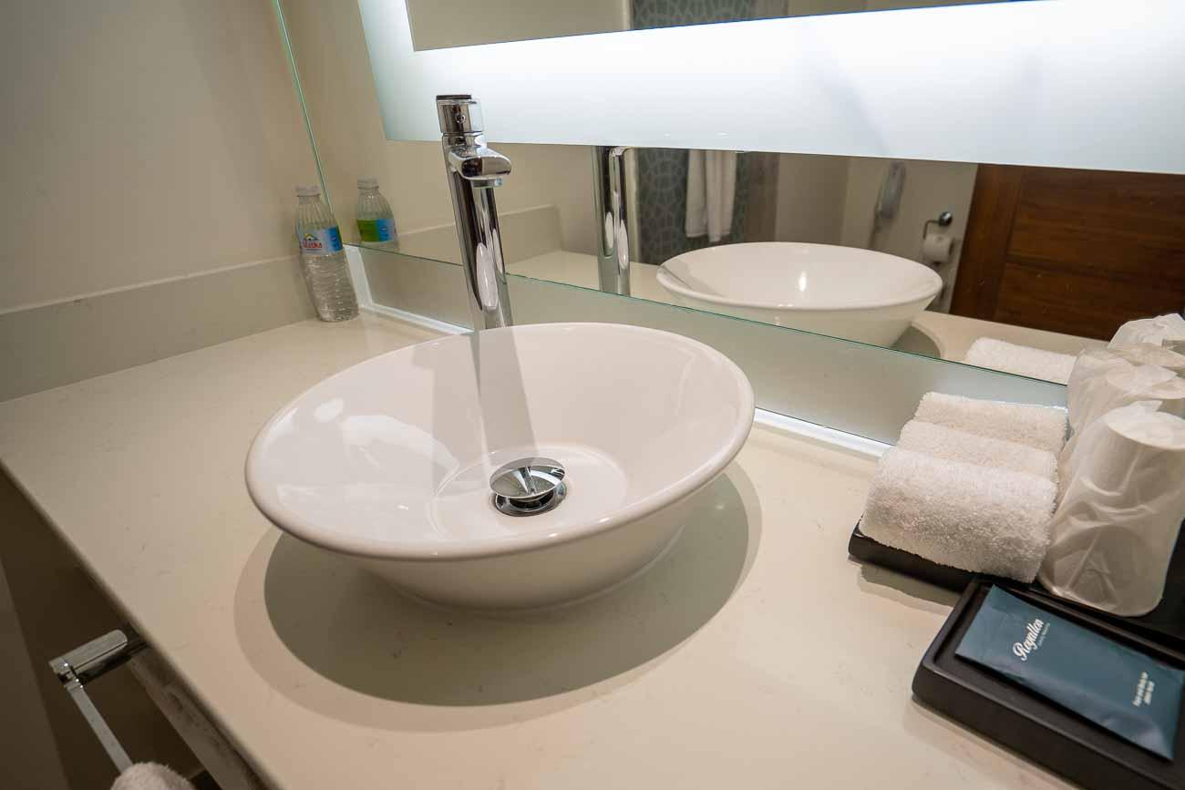 guest bath hotel suite