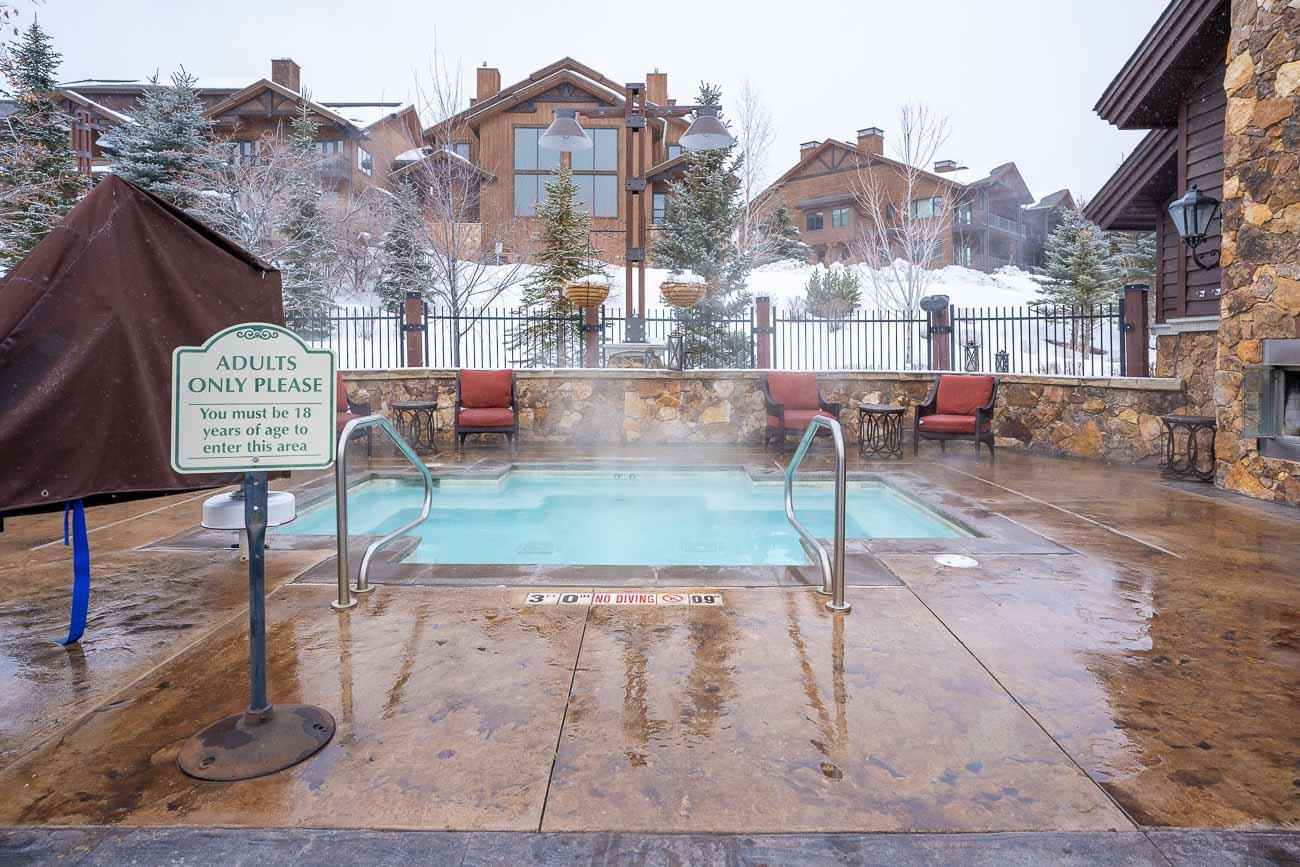 Waldorf Park City pool adults hot tub